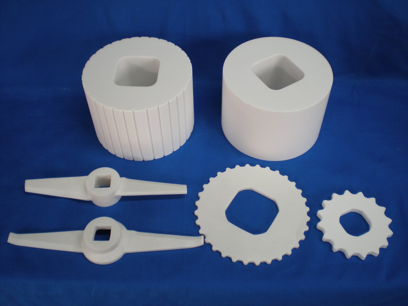 Zirconia Crushing roller (upper)・Stirring blade (lower left)・Crushing blade (lower right)